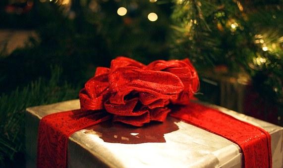 gift-595871__340